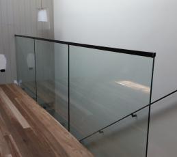 frameless balustrade top glaze handrail-ninos-glass3