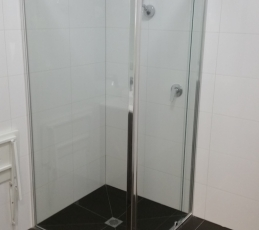semi-framed shower screen-ninos-glass